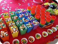 rainbow birthday party treats..love the multi colored popcorn in the little popcorn cups!