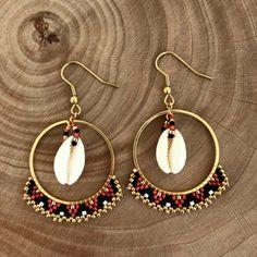 Woven red, black, gold hoop earrings with cowrie earrings Ces créoles rouge, noir, doré origi. Gold Hoop Earrings, Unique Earrings, Gold Hoops, Beaded Earrings, Earrings Handmade, Beaded Jewelry, Unique Jewelry, Handmade Jewelry, Diamond Jewelry