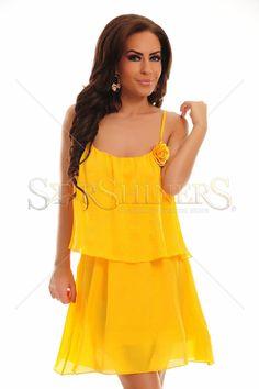 Rochie PrettyGirl Rose Yellow. Rochie PrettyGirl vaporoasa si feminina. Alege un look inconfundabil si bucura-te de priviri admirative. Lungime: 74 cm de la subrat pana jos.