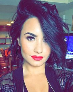I can't stand Demi Lovato she drives me crazy!! My dislike for her dates back to the Disney Channel and Camp Rock!!