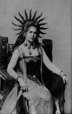 The Sun Goddess reincarnated, Marie Queen of Romania. Historical Clothing, Historical Photos, Michael I Of Romania, Romanian Royal Family, Vintage Photography, Portrait Photography, Art Deco Hair, Human Art, Old Photos