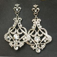 Crystal Chandelier Bridal Earrings, Vintage Style Chandelier Wedding Earrings, Victorian Style Statement Bridal Earrings #Jewelry www.finditforweddings.com