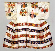 In der Momoyama-Ära (16. Jhdt.) waren die Kimono mit großformatigen Mustern großzügig und auffallend dekoriert. / In the Momoyama-era (16.th century), the kimonos had eye-catching and flamboyant decoration on them.