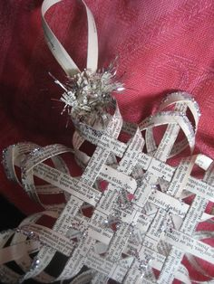 Making this star will be my craft challenge for next Christmas season.--Woven star tutorial out of old book pages. Noel Christmas, Christmas Projects, All Things Christmas, Winter Christmas, Holiday Crafts, Holiday Fun, Christmas Ornaments, Paper Ornaments, Christmas Paper