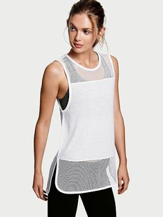 Shop women's workout shirts at Victoria Sport and take on any workout. From tanks to long sleeve workout tops, and cotton tees to fleece pullovers find the sports top that's right for you at Victoria Sport. Gym Style, Sporty Style, Sport Fashion, Fitness Fashion, Sport Outfits, Cute Outfits, Workout Tops For Women, Athletic Crop Top, Couture Tops