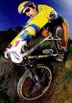 """Hans """"No Way"""" Rey - jeho filmy jsme žrali :) Gt Mountain Bikes, Mountain Biking, Cool Bicycles, Cool Bikes, Mtb, Gt Bikes, Southampton Fc, Trial Bike, Retro Bike"""
