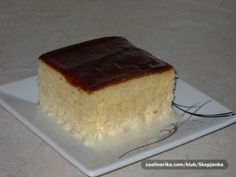 Trilece is an irresistible sweet treat that melts in the mouth, a perfect dessert for hot summer days. Albanian Recipes, Bosnian Recipes, Turkish Recipes, Bosnian Food, Albanian Food, Torte Recepti, Kolaci I Torte, Baking Recipes, Cake Recipes
