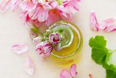 Cold cream : DIY ! Essential Oils For Ringworm, Essential Oils For Hair, Geranium Essential Oil, Best Anti Aging, Anti Aging Cream, Anti Aging Skin Care, Arthritis, Parfum Mademoiselle, Oils For Sleep