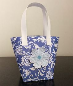 Show off your present in this beautiful paper purse. On my blog you will find a video tutorial link from Papercraft Button.