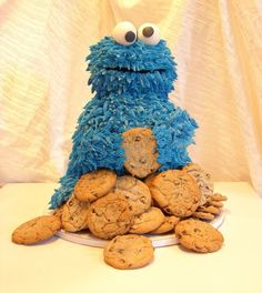one of the cutest cakes i have ever seen. Love Cookie Monster