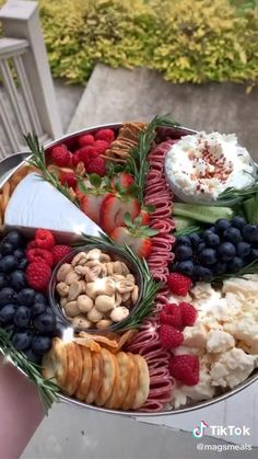 Charcuterie Recipes, Charcuterie And Cheese Board, Charcuterie Platter, Cheese Boards, Snack Platter, Party Food Platters, Cheese Platters, Easter Appetizers, Appetizer Recipes
