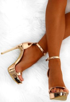 Up your shoe game for your next night out with these unreal rose gold platform heels! These rose gold heels are in a metallic sheen with buckle fastening at the ankle and a platform sole. Team these barely there stilettos with a sparkly mini dress and clu Rose Gold Platform Heels, High Heels Gold, Rose Gold Heels, Sparkly Heels, Gold Prom Heels, Platform Pumps, High Heels Outfit, Heels Outfits, Fashion Outfits