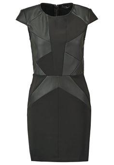 Korte jurken Guess TERRY - Korte jurk - noir Zwart: 112,95 € Bij Zalando (op 9/04/16). Gratis verzending & retournering, geen minimum bestelwaarde en 100 dagen retourrecht!