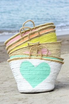 Pack up your essentials in a stylish Moroccan wicker basket and head over to the nearest Summer Of Love, Summer Fun, Summer Time, Summer Bags, Mein Style, Ibiza Fashion, I Love Heart, Color Heart, Basket Bag