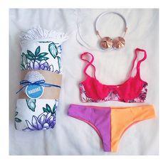 raquikè circle towel flat lay with epv bikini bottoms, frends headphones and cottonon body bralette