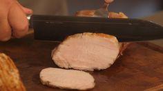 James Prices opskrift på flæskesteg tilberedt i sous vide, der sikrer en saftig og mør steg til julemiddagen. Sværene steges sprøde i ovnen.