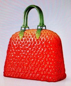 c93a2960b5d7e Aardbeien handtas - heel stoer Strawberry handbag. Sabrina Branigk ·  Rockabilly Taschen