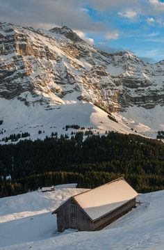 Appenzellerland im Winter mit Blick auf den Säntis. Foto: Peter Boehi.