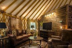 Looking for a getaway in Nantahala National Forest, North Carolina? Book this luxury yurt to enjoy the natural beauty of the Great Smoky Mountains! Luxury Yurt, Luxury Camping, Zhangjiajie, Yurt Interior, Interior Design, Pacific Yurts, North Carolina, Living Room Designs, Living Room Decor