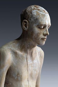 Italian artist Bruno Walpoth has carved his mpressive human figures out of blocks of wood. Walpoth coats each sculpture, oftentimes a human figure who appears to be in deep thought, with semi-translucent paint in order to bring out the grains in the wood. Human Sculpture, Art Sculpture, Metal Sculptures, Modern Sculpture, Abstract Sculpture, Bronze Sculpture, Art Du Monde, Italian Artist, Wassily Kandinsky