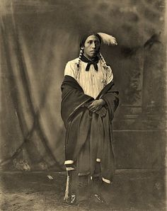 Full length, front view, Sioux Indian Looks like Chief Red Cloud at Pine Ridge. Native American Regalia, Native American Beauty, Native American Photos, Native American Artifacts, American Indian Art, Native American History, Early American, Comanche Indians, Comanche Tribe
