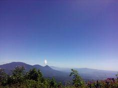 Vista desde el cerro chichicastepec hacia volcan de izalco