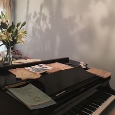 Image about piano in art by 𝒥𝒾𝓁𝓁𝒾𝒶𝓃 on We Heart It Music Aesthetic, Aesthetic Photo, Aesthetic Pictures, Night Aesthetic, Couple Aesthetic, Orange Pastel, Spirit Fanfics, Image Originale, Hogwarts