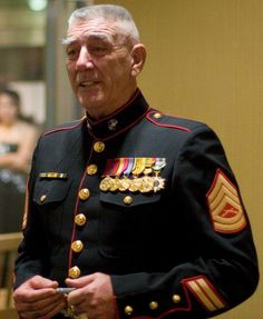 Ronald Lee Ermey (born March is a retired United States Marine Corps Gunnery Sergeant, Drill Instructor and actor.{My Dad was a USMC Sergeant and Drill instructor} Military Veterans, Military Life, Military History, Anime Military, Military Photos, Marine Tattoo, Once A Marine, Marine Mom, Marine News