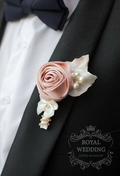 Match with the other bouquet. Corsage Wedding, Wedding Bridesmaids, Wedding Bouquets, Wedding Flowers, Wedding Colors, Corsage And Boutonniere, Groom Boutonniere, Boutonnieres, Broschen Bouquets