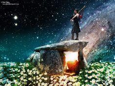 Escucha mi música porque tres veces llamé a tus puertas,te canto desde las profundidades de esta Tierra,sabiendo que tú no duermes sino que aguardas el sueño Celta