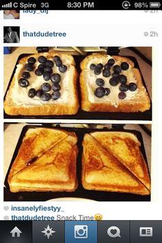 Easy breakfast foods and so healthy Blueberries!!!! #easyhealthysnacks #breakfast