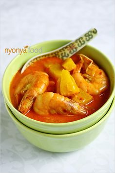 Pineapple Prawn Curry (Udang Masak Lemak Nenas) - Packed with flavor and aroma from the spices, and sweetness from the prawn and pineapple. Prawn Recipes, Curry Recipes, Fish Recipes, Seafood Recipes, Indian Food Recipes, Asian Recipes, Chicken Recipes, Healthy Recipes, Tilapia Recipes