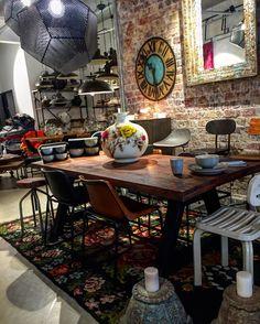 İyi pazarlar #instadesign#interiordesign#interiordesigner#designer#architect#tasarim#tasarım#concept#design#fashion#decoration#dekorasyon#tiftix#furniture#dekor#mobilya#industrialdesign#mimar#industrial#chair#kilim#beton#sandalye#table#rug#lamp#lamp#light#chair#mirror#ayna by tiftix