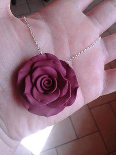 Collane con rose in fimo.
