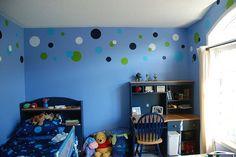 Idée pour chambre des gars? Y ajouter quelques touches d'orange et un mélange de formes géométriques.