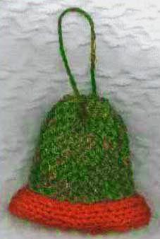Easy beginner knitting pattern for a Christmas bell pin or ornament. Beginner Knitting Patterns, Animal Knitting Patterns, Christmas Knitting Patterns, Free Knitting, Knitting Projects, Knit Patterns, Knitting Ideas, Knitted Christmas Decorations, Large Christmas Ornaments