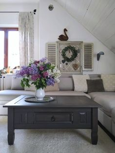 PASTU domov: Krásný šeříkový den Entryway Bench, Furniture, Home Decor, Entry Bench, Hall Bench, Decoration Home, Room Decor, Home Furnishings, Home Interior Design