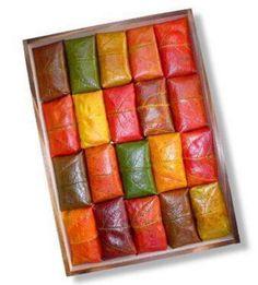 柿の葉寿司の美しさ。Sushi wrapped with Japanese persimmon leaves.