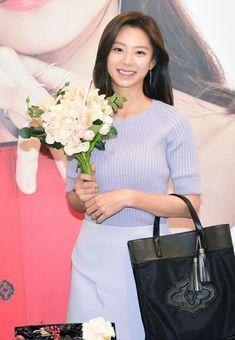 Tersenyuman Park Soo Jin Park Soo Jin, Hermes Birkin, Hermes Kelly, Fashion, Moda, Fashion Styles, Hermes Kelly Bag, Fashion Illustrations