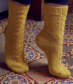 Вязаные носки «Pillars of the Earth»
