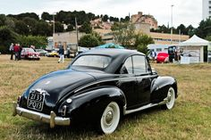 Citroen Ds, Vintage Cars, Antique Cars, Peugeot 203, Peugeot France, Automotive Art, Motorcycle Bike, Old Cars, Cars And Motorcycles