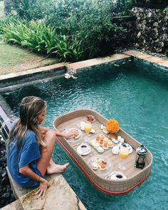 breakfast in pool