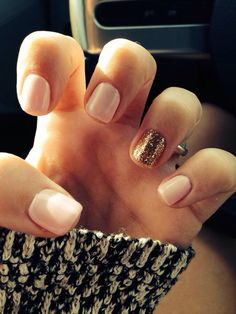 nude nail with gold accent nail