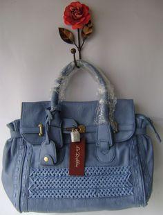Bolsa média azul trançada com cadeado R$189.90