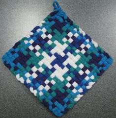 Ornament Woven Potholder by DoorsiDell on Etsy Potholder Loom, Potholder Patterns, Crochet Potholders, Yarn Crafts, Sewing Crafts, Loom Craft, Weaving Patterns, Weaving Designs, Ribbon Art