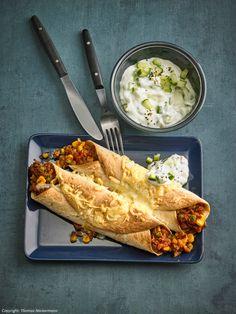 Baked enchiladas with tzatziki - Tex - Mex - Gerichte - Sauce recipes Baked Pasta Recipes, Sauce Recipes, Meat Recipes, Vegetarian Recipes, Tzatziki, Enchiladas, Vegetable Soup Healthy, Healthy Soup, Healthy Eating Tips