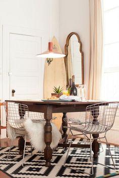 Intenta combinar una mesa tradicional con sillas modernas   Decora tu depa al estilo vintage   Ciudaris