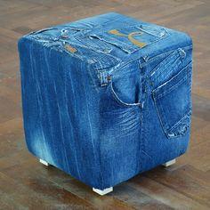 So wird's gemacht: Du schickst uns deine Jeans an unsere Anschrift und wir werden innerhalb von 2-4 Wochen Deinen persönlichen Sitzwürfel für Dich anfertigen und ihn Dir nach Hause schicken. Den restlichen Stoff schicken wir Dir auf Wunsch ebenfalls zurück.