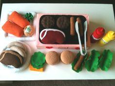 This grill & things is a great idea! Felt Play Food, Bbq Set, Pretend Food, Christmas Gift Sets, Fabulous Birthday, Felt Decorations, Felt Patterns, Felt Diy, Felt Hearts