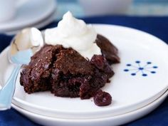 Chokladkaka med inlagda körsbär Receptbild - Allt om Mat